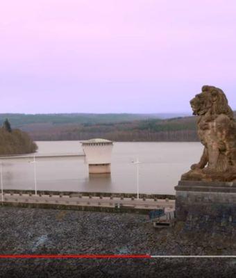 Julien Doré en balade au barrage de la Gileppe