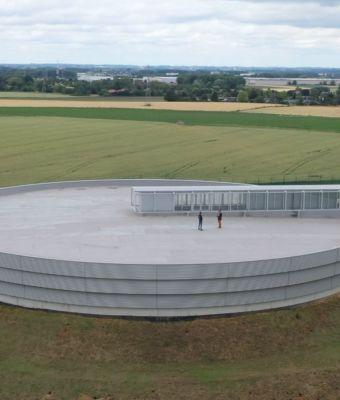 """Le """" Pic-au-vent """", un bâtiment à l'allure futuriste, capital pour l'approvisionnement en eau du Tournaisis"""