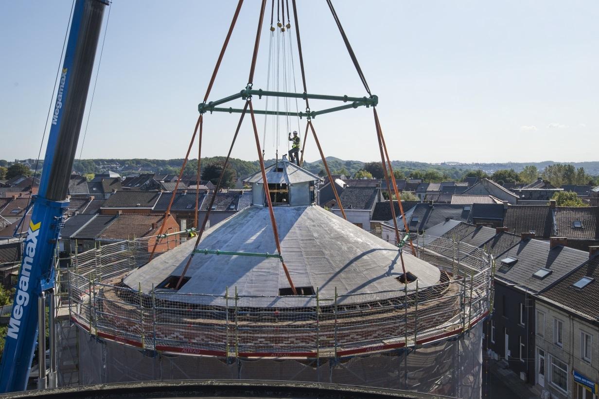 12.-Rappelez-vous-septembre-2019-et-la-spectaculaire-rénovation-du-vieux-réservoir-du-Tierne-du-Bouillon.-Le-toi-et-la-cuve-centenaire-avaient-été-enlevés-avec-une-grue